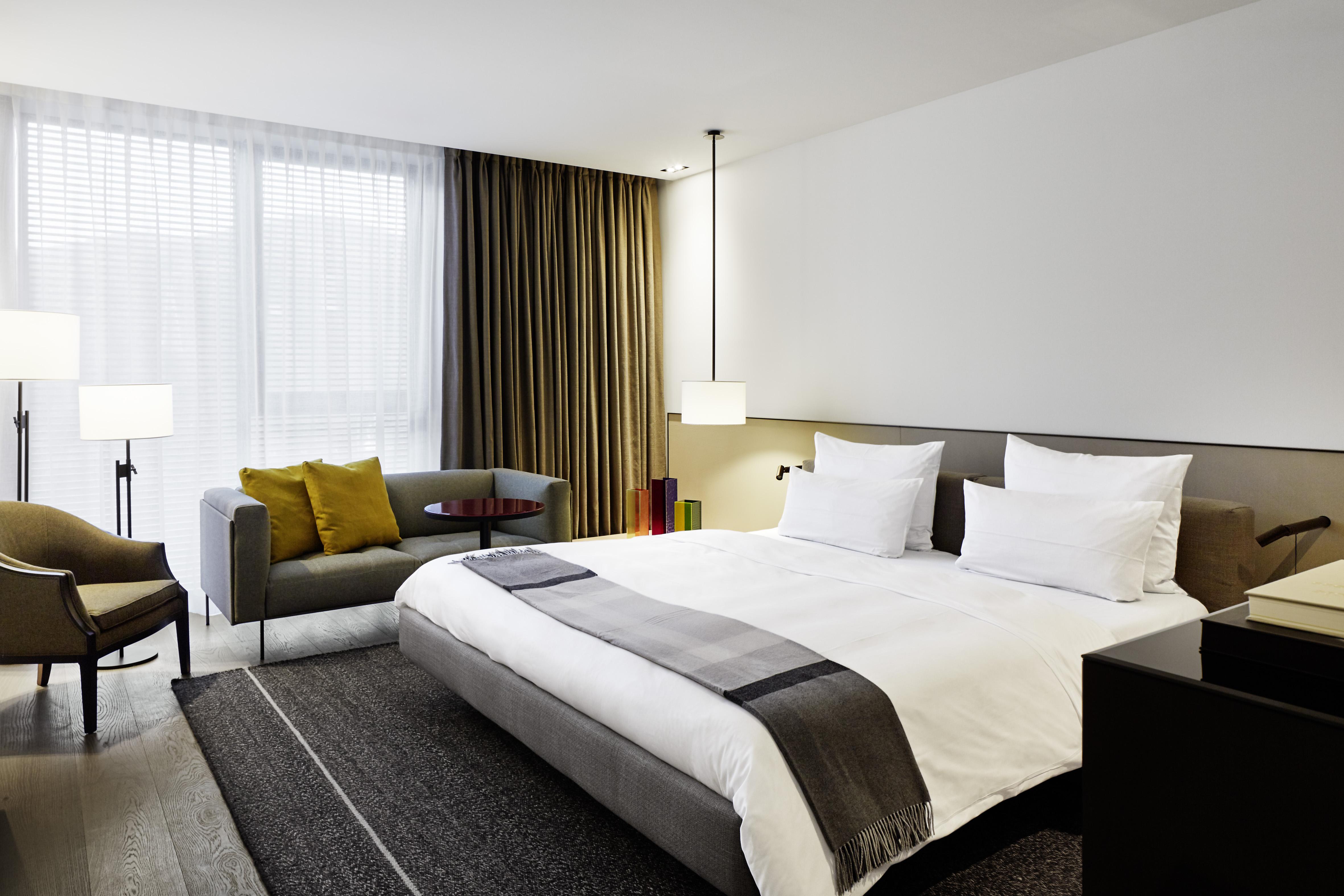 roomers baden baden gekko group. Black Bedroom Furniture Sets. Home Design Ideas