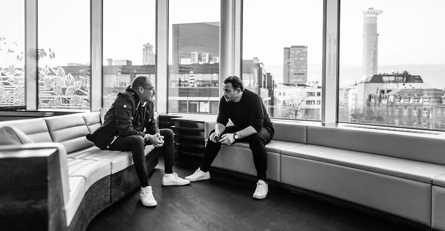Micky Rosen und Alex Urseanu im Roomers Frankfurt